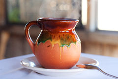 Frasco mexicano típico barro do copo de café foto de stock