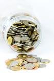 Frasco tailandês das moedas isolado sobre o fundo branco Imagem de Stock Royalty Free