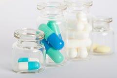 Frascos com comprimidos diferentes Fotografia de Stock Royalty Free