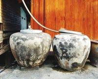 Frascos da água na casa rural imagens de stock royalty free