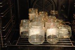 Frascos de vidro no forno Fotos de Stock