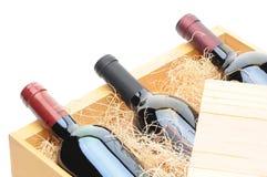 Frascos de vinho na caixa de madeira Fotos de Stock