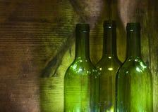 Frascos de vinho na caixa de madeira Foto de Stock Royalty Free