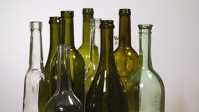 Frascos de vinho vazios rotação lenta video estoque