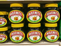 Frascos do Marmite imagens de stock royalty free