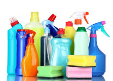 Frascos e esponjas detergentes Fotos de Stock Royalty Free