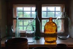 Frascos e garrafas de vidro velhos Fotos de Stock