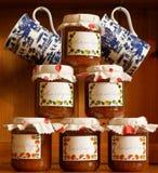 Frascos empilhados do doce de fruta caseiro fotos de stock royalty free