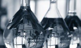 Frascos en laboratorio fotos de archivo