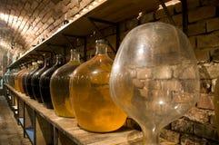 Frascos grandes do vinho da alta qualidade imagens de stock