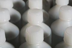 Frascos médicos brancos plásticos Fotografia de Stock Royalty Free
