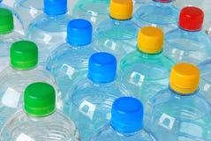 Frascos plásticos com água imagens de stock royalty free