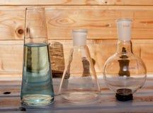 Frascos químicos para el laboratorio foto de archivo libre de regalías