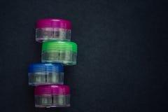 Frascos transparentes dos cosméticos vazios Fotografia de Stock