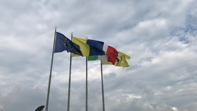 Frase americana del héroe con dos banderas de los E.E.U.U.