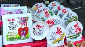 Frase escrita del altavoz arte lunar del Año Nuevo de la cerámica con el ` feliz, mérito, fortuna, longevidad, ` del texto de la  Fotos de archivo libres de regalías