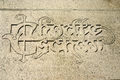 Frase latina su una parete dell'università a Lovanio, Belgio Fotografia Stock