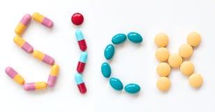 fraseología enferma de píldoras en un blanco Foto de archivo