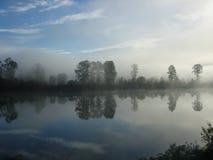 fraser有薄雾的河 免版税库存照片