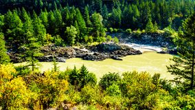 Fraser River en Fraser Canyon en Columbia Británica, Canadá foto de archivo libre de regalías