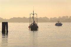 Fraser River Gillnetters no nascer do sol Fotos de Stock Royalty Free