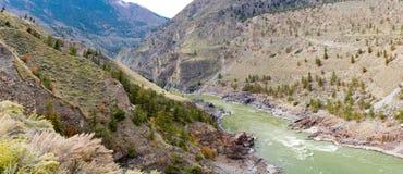 Fraser River landskap nära Lillooet F. KR. Kanada fotografering för bildbyråer