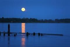 Fraser River Moonrise stock fotografie