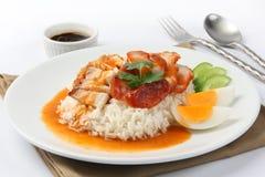 Frasig grillad stil och ris för bukgrisköttchinise Arkivfoto