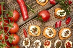 Frasiga bagettskivor med gräddost Royaltyfri Fotografi