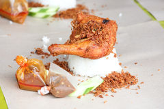 Frasiga kryddiga Fried Chicken White Rice Arkivbilder