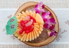 Frasiga vattenkastanjer i kokosnöt mjölkar Arkivfoto