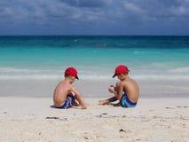 Fratelli sulla spiaggia Fotografia Stock Libera da Diritti