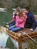 Fratello e sorella con la macchina fotografica Fotografie Stock