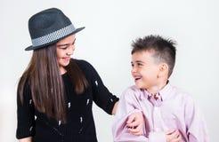 Fratello e sorella felici Fotografie Stock