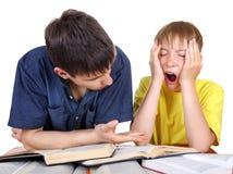 Fratello più anziano e bambino infastidito Fotografie Stock Libere da Diritti