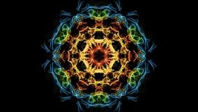Frattale multicolore della bella mandala, modelli simmetrici nel cerchio, rosso, giallo, arancia, blu, verde video d archivio