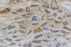 Frattura di un muro di cinta storico fatto della pietra naturale fotografie stock libere da diritti