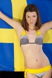 Frau über Schweden-Markierungsfahne lizenzfreie stockfotos