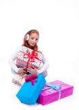 Frau überrascht am Empfangen eines Geschenks Lizenzfreies Stockfoto