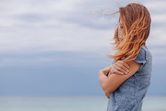Frau allein und deprimiert Stockfoto