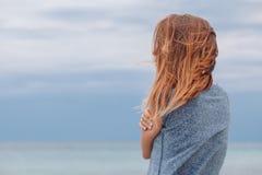 Frau allein und deprimiert Stockbild