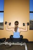 Frau anhebende Sitzgewichte Stockfotografie
