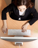 Frau am Arbeitsplatz Stockfotos