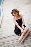 Frau auf Anlegeplatz Stockfoto