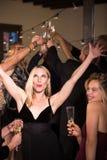 Frau auf Dance Floor an der Partei lizenzfreie stockfotos