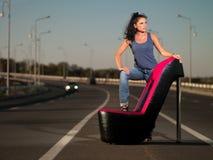 Frau auf Datenbahn stockfotos