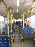 Frau auf dem Bus stockbilder