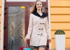 Frau auf dem Einkaufen Lizenzfreie Stockbilder