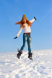Frau auf dem Schneefeld Stockfotografie