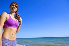 Frau auf dem Strand Stockbild